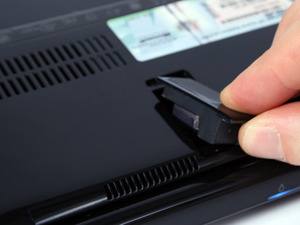 Asus Eee PC 1008HA 'Seashell' netbook Features & Build Quality
