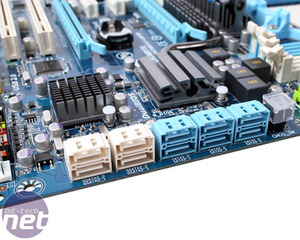 Gigabyte GA-MA790FXT-UD5P Board Features and Layout