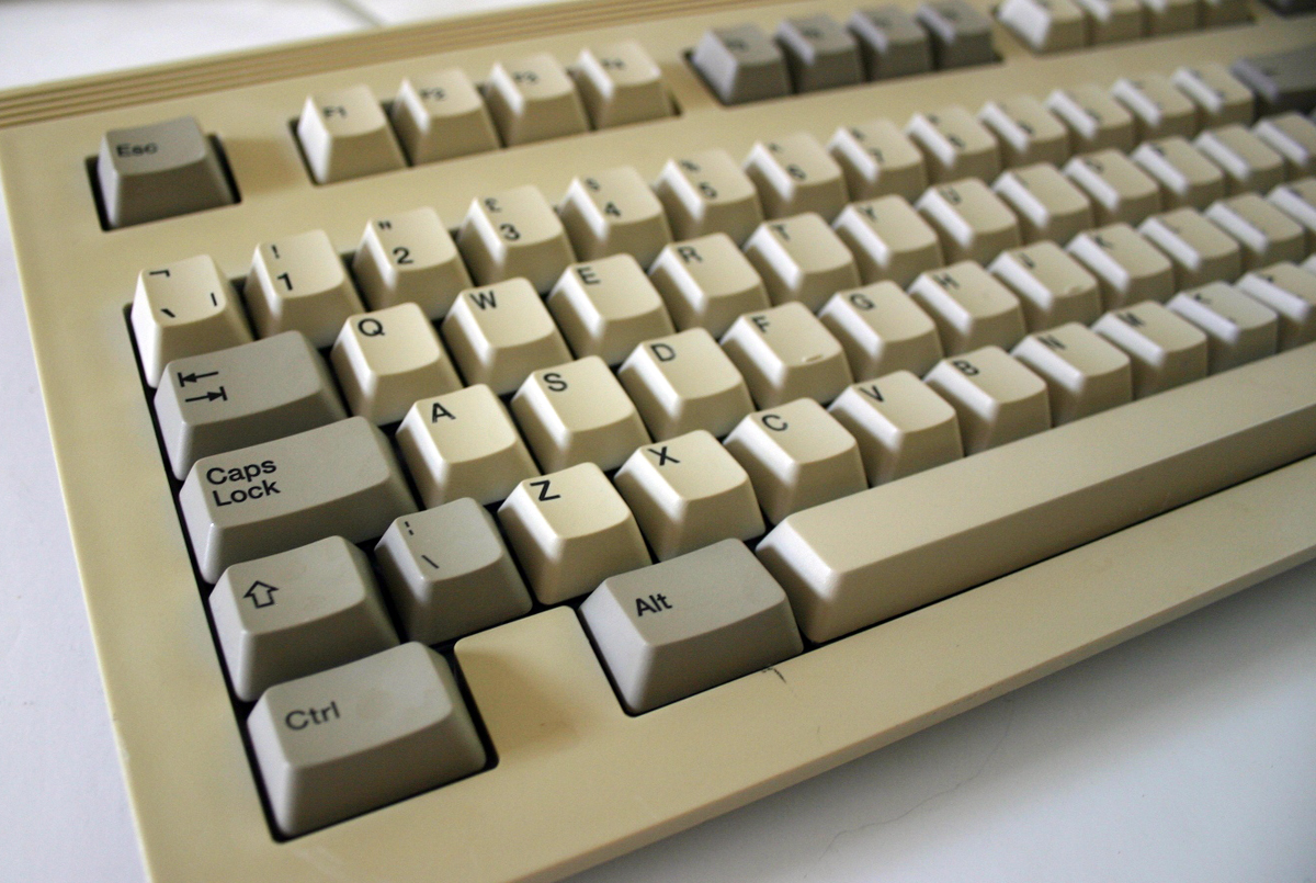 Old Style Keyboard For Computers – HD Wallpapers