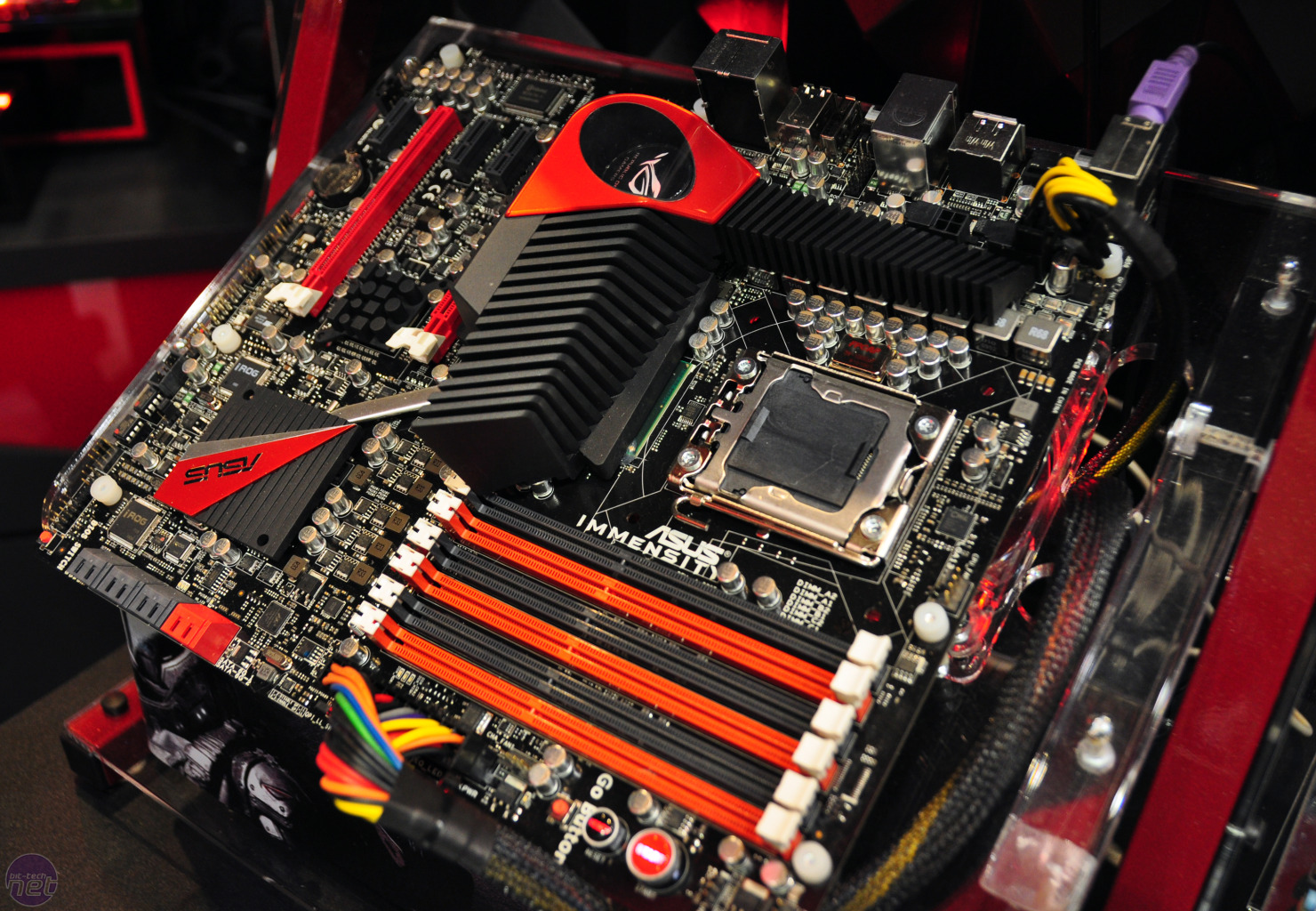 http://images.bit-tech.net/content_images/2010/06/asus-immensity-board-with-on-board-hd-5770/asus-immensity-1-vlarge.jpg