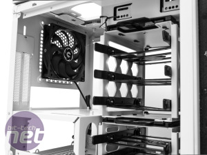 BitFenix Phenom Mini-ITX Review BitFenix Phenom Mini-ITX - Internals