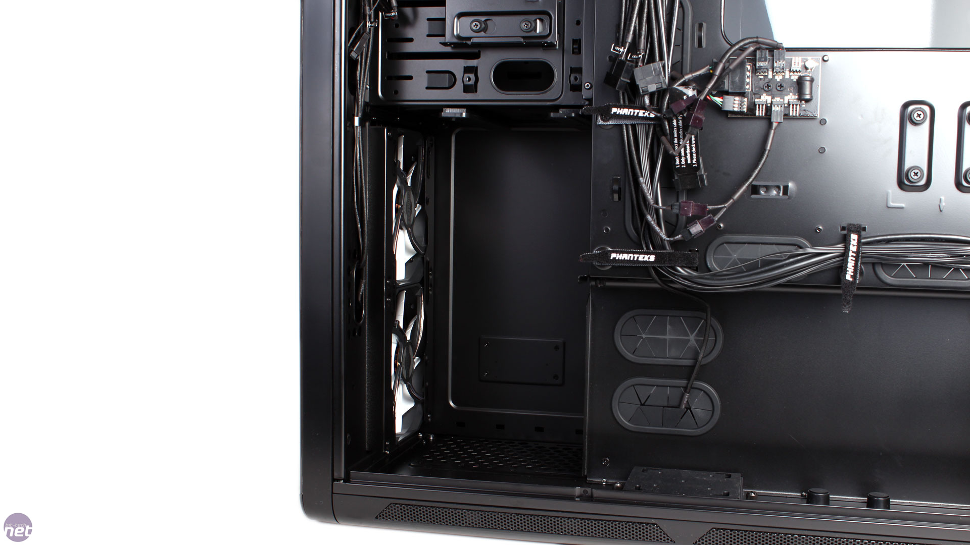 to enlarge Removing the drive cages frees up room for water cooling  #5A5A71