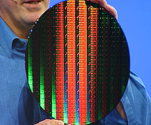 Intel demonstrates first working 32nm chip