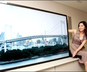 "Samsung demos 82"" quad-HD panel"