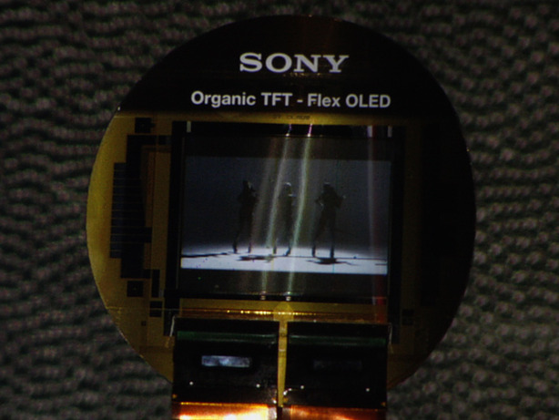 Sony CEO demos flexible OLED technology Sony demos flexible OLED tech