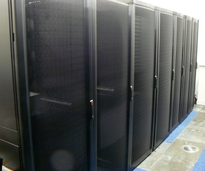 Apple, Twitter build giant data centres