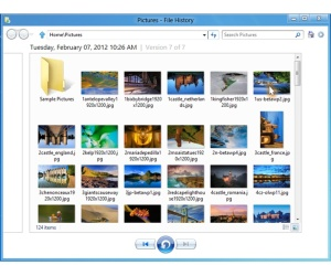 Windows 8 File History backup feature detailed