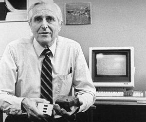 Douglas Englebart, inventor of the mouse, dies aged 88