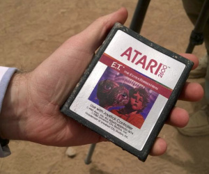 E.T. dig hits Atari 2600 cartridge gold